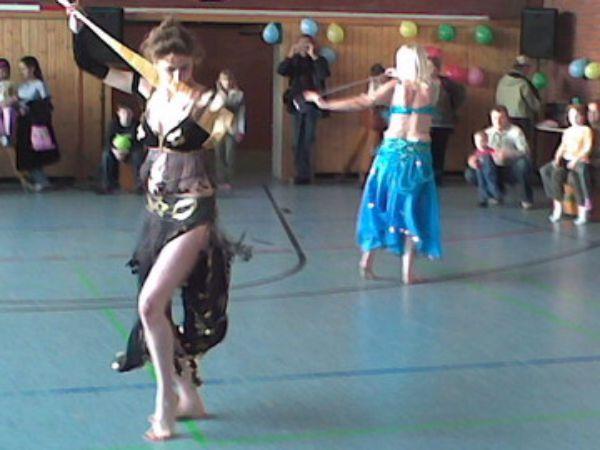 Zwei Trainerinnen beim Orientalischen Tanz