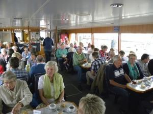 Schifffahrt bei Kaffee und Kuchen